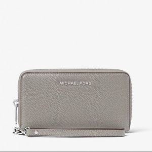 Michael Kors Mercer Leather Smartphone Wristlet Lg